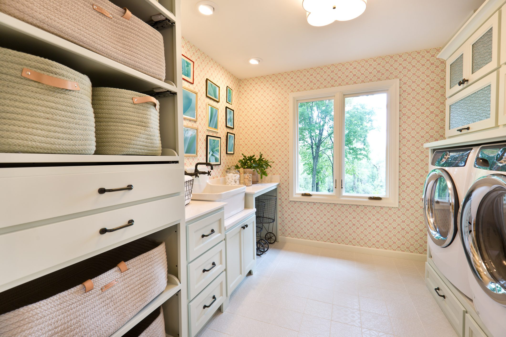 How-to Guide For Packing Your Laundry Room